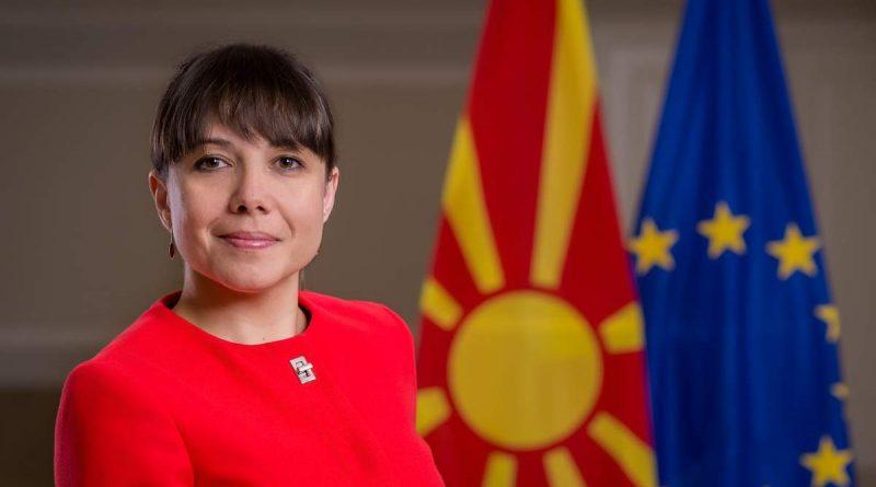 Царовска: Социјалците ќе мора да одат на доквалификација или да работат општествено корисна работа
