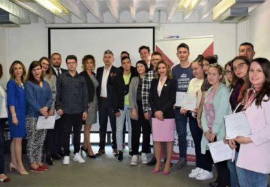 Mакедонија 2025 им додели 10 стипендии на талентираните средношколци и студенти за тековната 2019 година